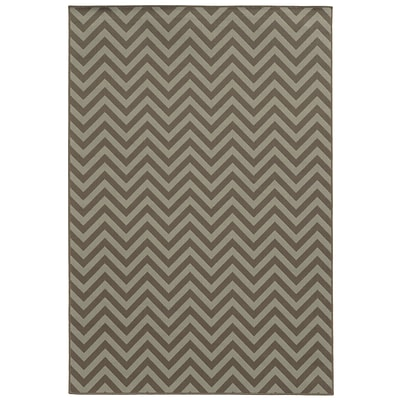 Chevron Grey/ Blue Indoor/Outdoor Machine-made Polypropylene Area Rug (67 X 96)